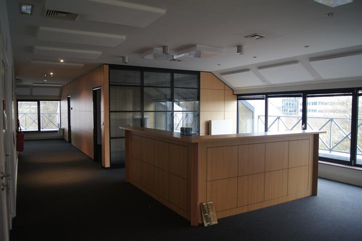 Kantoorgebouw - SINT-STEVENS-WOLUWE - #3743402-3